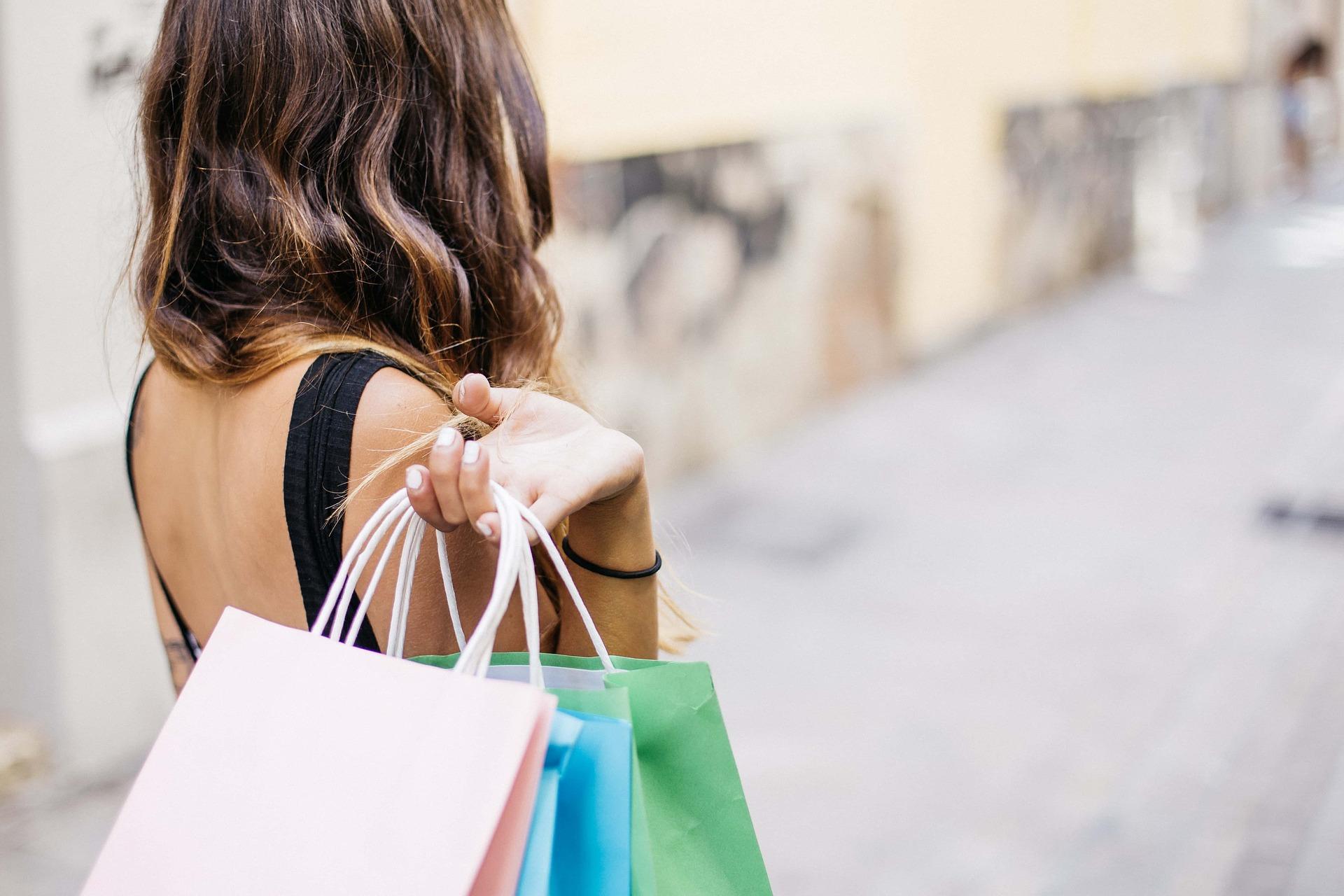 Cómo ahorrar dinero cuando te encanta ir de compras